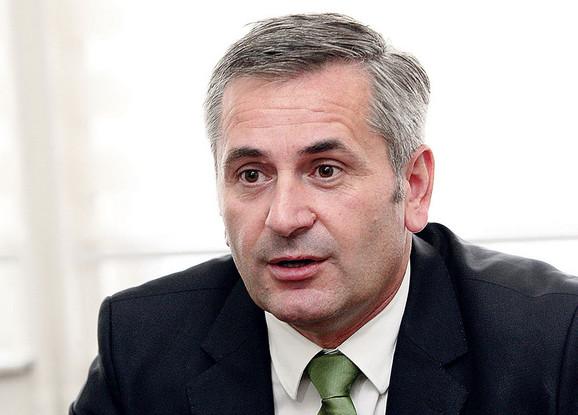 Dr Milan Lukić, direktor Instituta za voćarstvo u Čačku