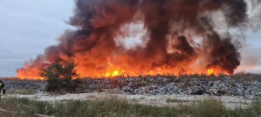 Sobolew. Pożar składowiska nielegalnych odpadów