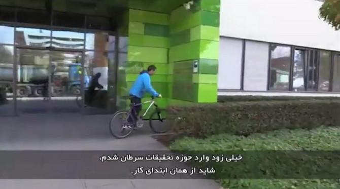 Doktor dolazi biciklom na posao
