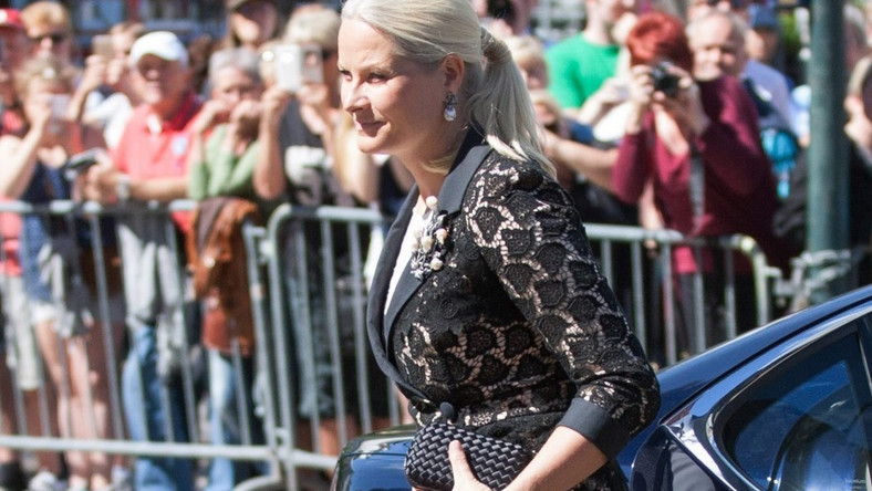 Małżonka księcia Haakona wzięła wczoraj udział w obchodach 4 rocznicy zamachu dokonanego przez Andersa Breivika...