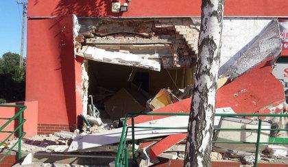 Chcieli okraść bankomat. Wysadzili ścianę domu. Mogli zabić ludzi