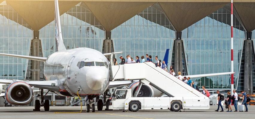 71-latka z Poznania powiedziała, że ma bombę podczas oprawy na lot!