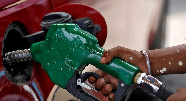 FILE PHOTO: A worker holds a nozzle to pump petrol into a vehicle at a fuel station in Mumbai, India, May 21, 2018. REUTERS/Francis Mascarenhas/File Photo
