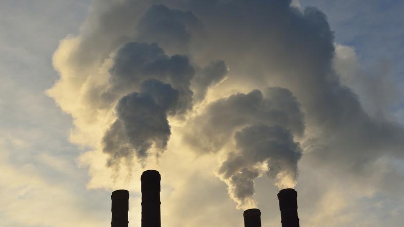 Zły stan powietrza. Polskę spowija smog