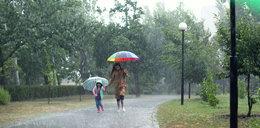 Pogoda na weekend. Będzie chłodniej i spodziewane są przelotne opady. Gdzie spadnie deszcz?