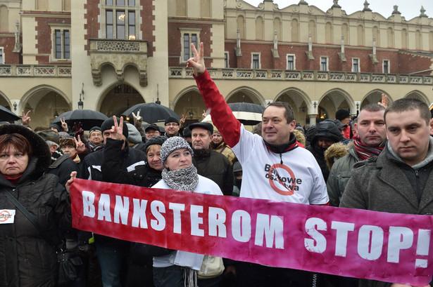 Kraków, 24.01.2015. Protest osób, które mają kredyty we frankach szwajcarskich, PAP/Jacek Bednarczyk