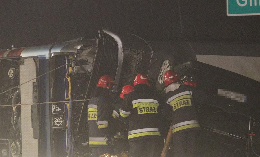Autobus zderzył się z samochodem osobowym