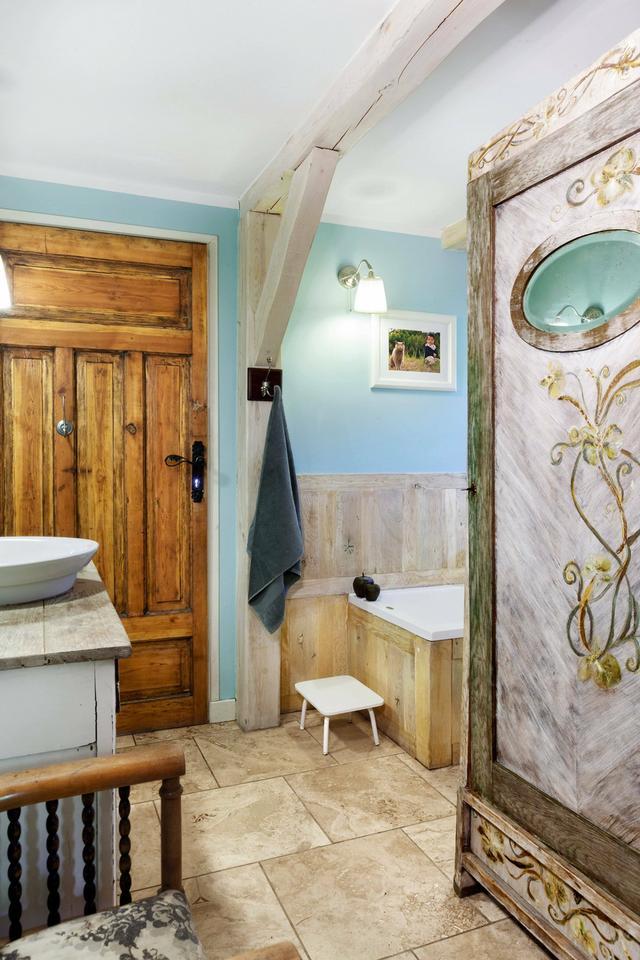 Wspaniale urządzony dom pod Łodzią. Jest przytulnie, sielsko - jak w dawnym wiejskim dworku