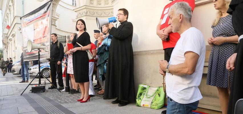 Incydent podczas różańca z Kają Godek. Nagle do modlących się osób podeszła kobieta...