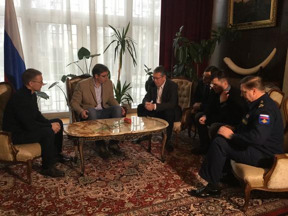 Aleksandar Vučić i ministri sa Aleksandrom Čepurinom