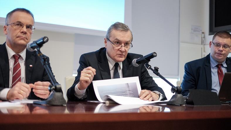 Minister kultury i dziedzictwa narodowego Piotr Gliński, wiceminister Jarosław Sellin i rzecznik prasowy Radosław Różycki