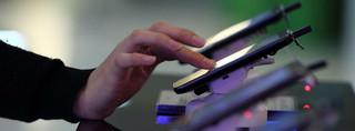 Ekran dotykowy z wyczuwalnymi przyciskami