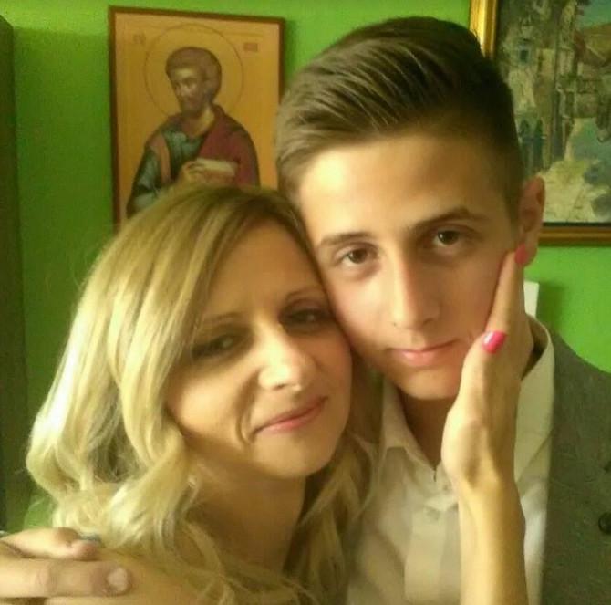 Jelena Dromljak sa sinom Vukašinom