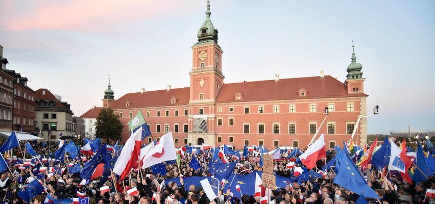 """Światowe media o niedzielnych manifestacjach w Polsce. """"Okrzyk 'zostajemy' to jasny przekaz"""""""