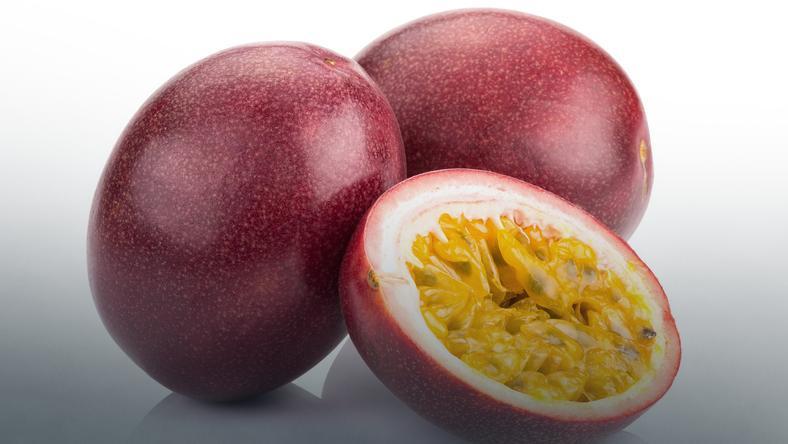 Marakuja (owoc passiflora) - właściwości. Jak jeść marakuję?