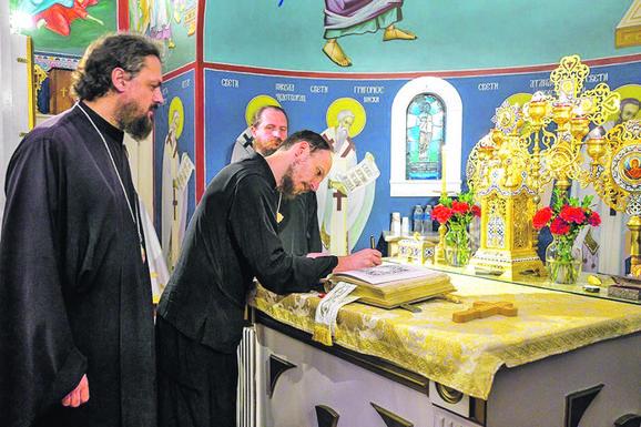 Vladike Maksim i Dimitrije u Crkvi Uspenja Presvete Bogorodice u Sakramentu