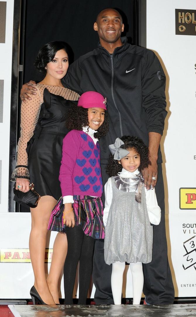 Sa Vanesom i ćerkama Natalijom i Đianom 2011.