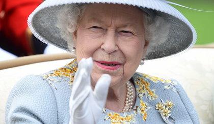 Królowa Elżbieta uderzona w twarz. Jak do tego doszło?