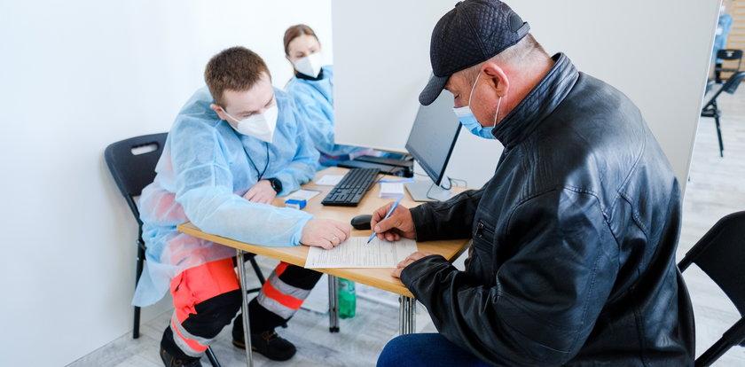 Rząd daje szczepionki na 1 maja! Miasta wciąż czekają.