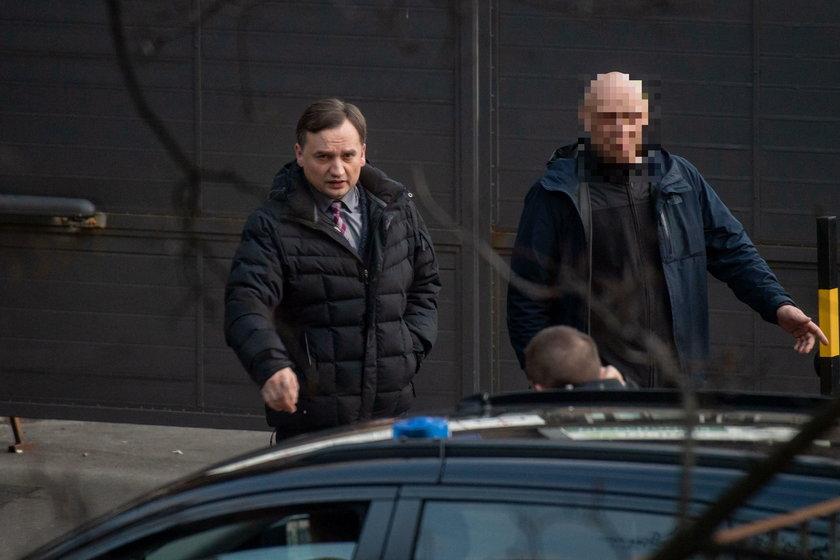 """Na Nowogrodzkiej wrze. """"PiS się sypie"""" - szepczą działacze"""