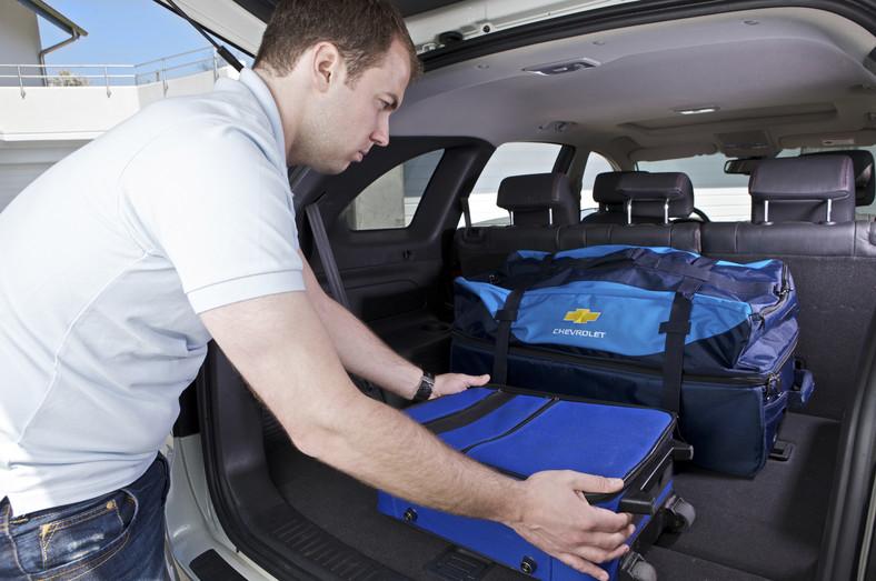 Cięższy bagaż należy umieszczać za tylnymi siedzeniami