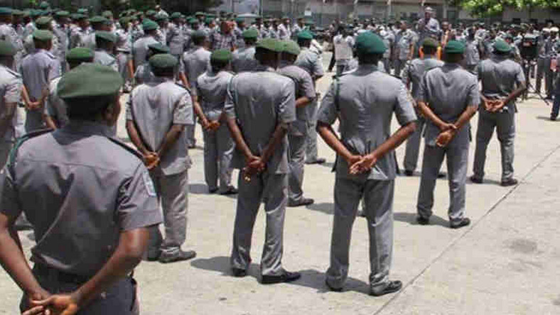 Men of the NIgerian Customs Service receiving instructions.   (Concise News)