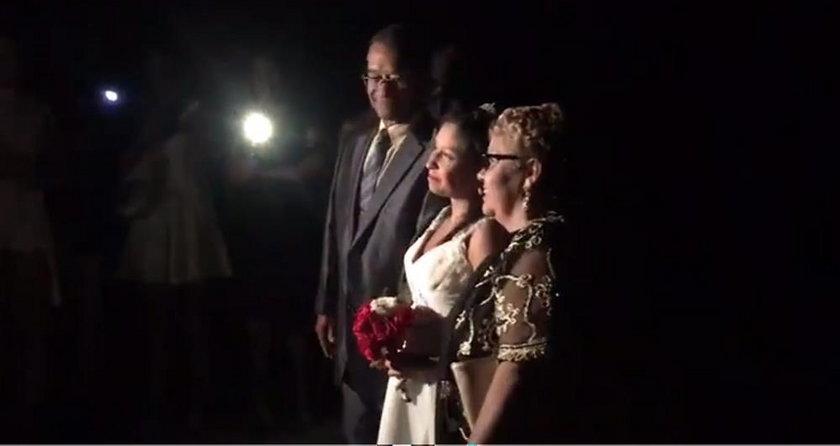 Zabrakło prądu, więc wzięli ślub w ciemności. Wzruszająca chwila