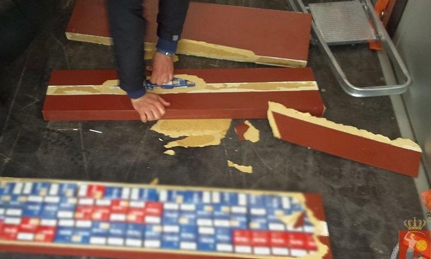 Papierosy ukryli w drewnianych półkach