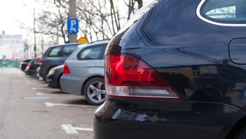 Według raportu jedynie wzrost cen za parkowanie zmieni oblicze centr polskich miast