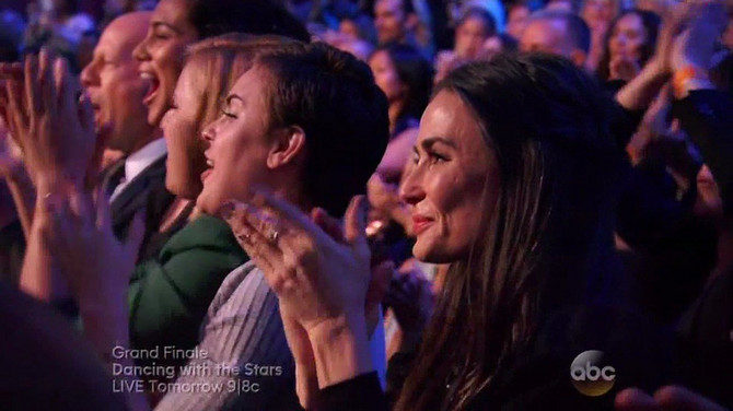 Demi Mur i Skaut Vilis aplaudiraju Rumer u emisiji