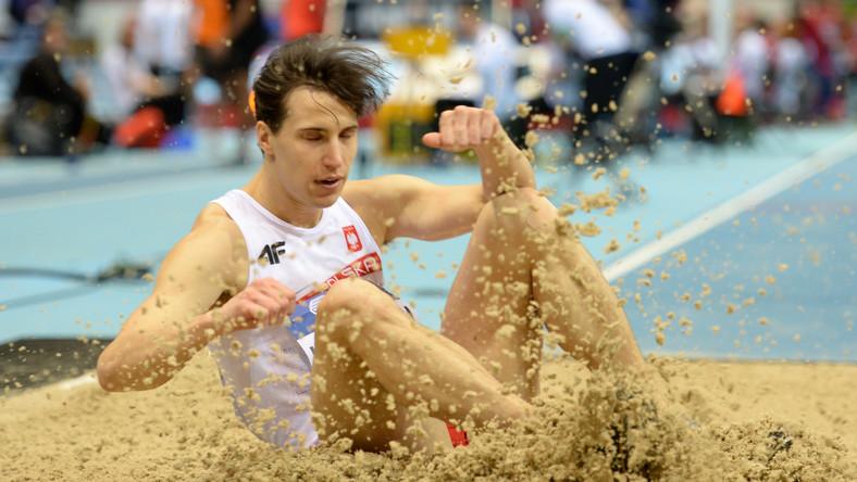 Karol Hoffmann w eliminacjach trójskoku mężczyzn podczas halowych lekkoatletycznych mistrzostw świata w sopockiej Ergo Arenie