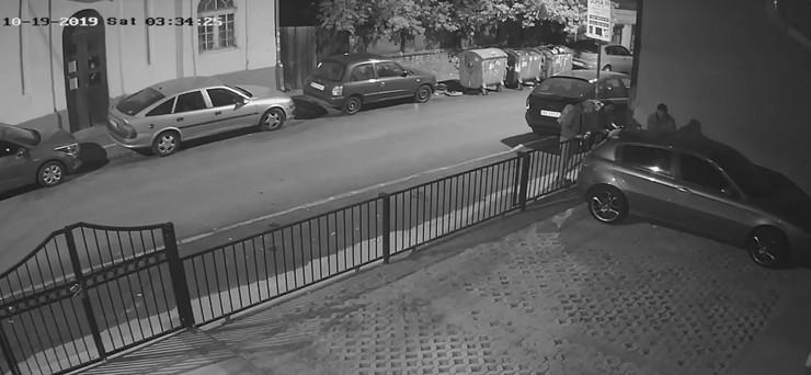 Vračar preturanje po automobilima