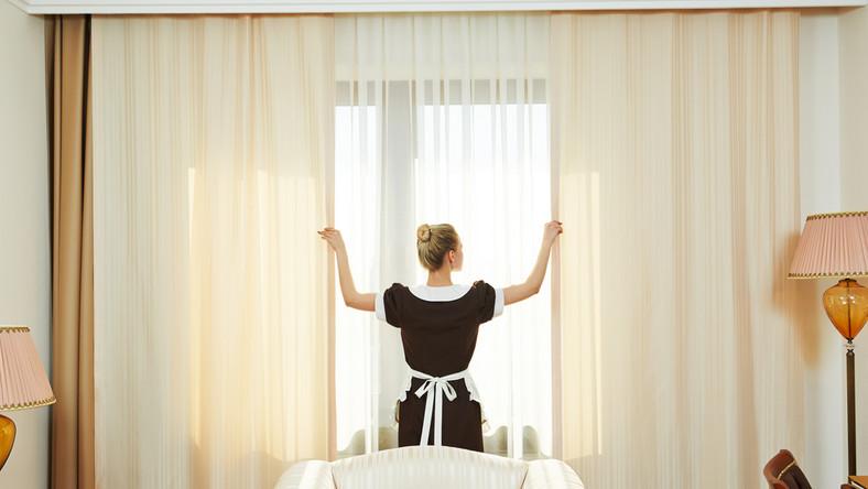 Jak gościom hotelowym puszczają hamulce?