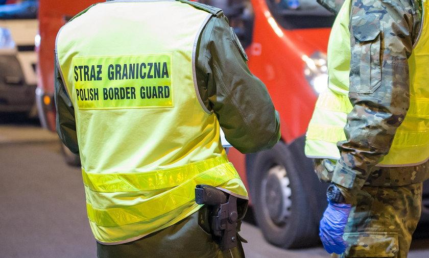 Kierowca wiózł imigrantów. Nieświadomy zorientował się, bo usłyszał głosy