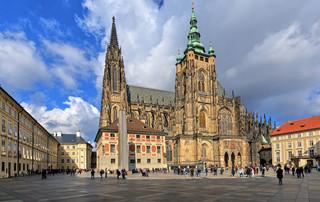 Praga przywraca obowiązek noszenia maseczek ochronnych. Ograniczenia w funkcjonowaniu restauracji i klubów