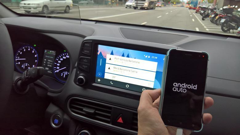 W Konie zapewne podstawowym źródłem muzyki będzie smartfon w trybie Android Auto lub CarPlay. W teście sprawdziliśmy Asus Zenfone 3. Hyundai Kona