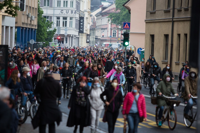 U Sloveniji su u toku antivladini protesti