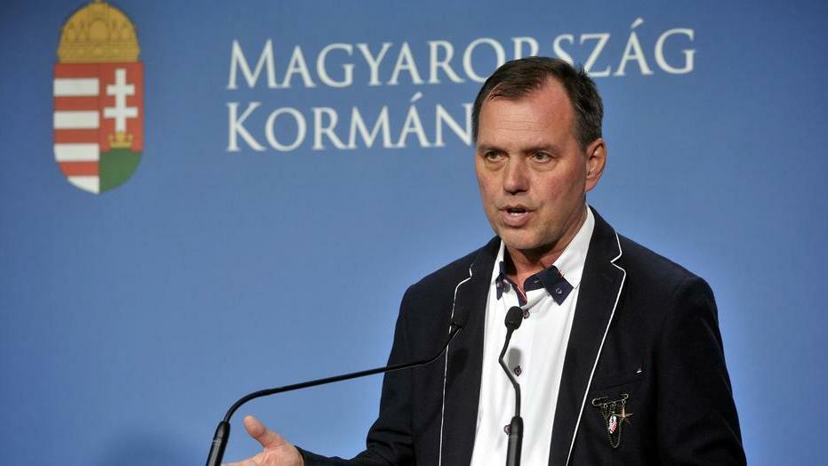 Szlávik János ismertette a koronavírus-fertőzés esetén kockázatos alapbetegségeket. / Fotó: MTI/Kovács Attila