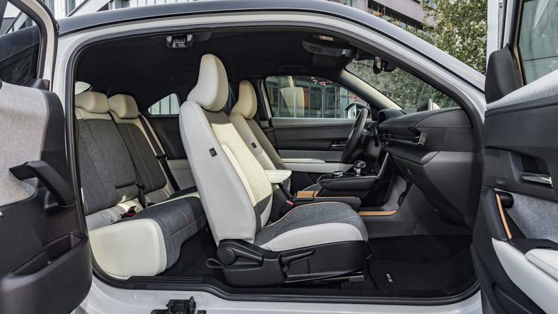 Mazda MX-30, czyli samochód elektryczny w cenie spalinowego