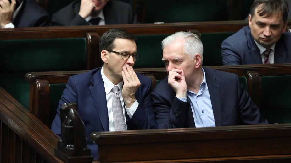 Mateusz Morawiecki i Jarosław Gowin w Sejmie. Po prawej stronie Zbigniew Ziobro