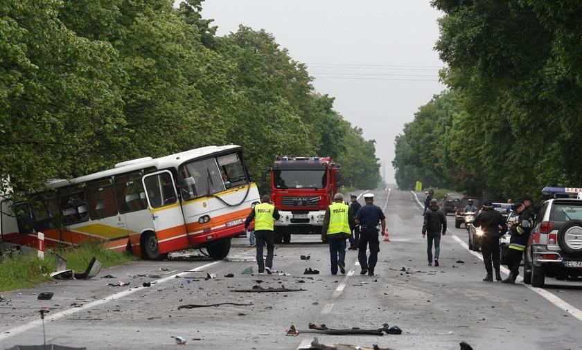Zderzenie tira, autobusu i osobówki. Są dwie ofiary.