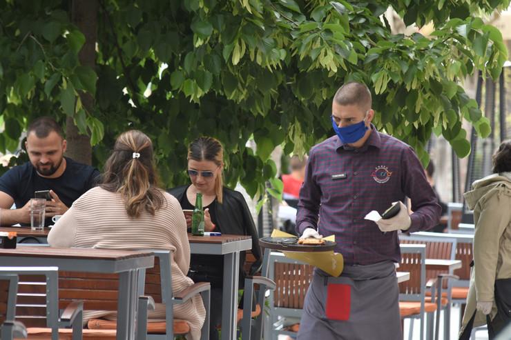 Novi Sad 2246 otvoreni kafici baste restorani foto Nenad Mihajlovic