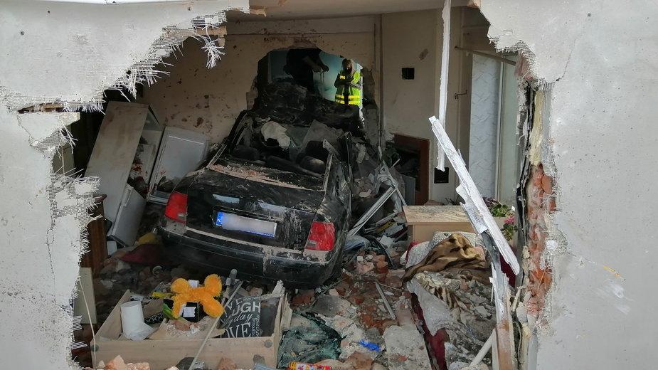 Samochód wjechał w dom, w którym znajdowało się 9 osób