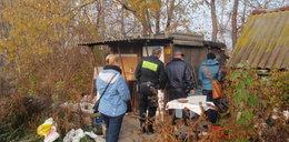Strażnicy miejscy sprawdzają koczowiska bezdomnych