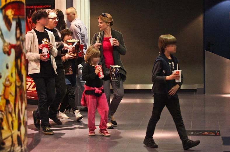 Richardson i Zamachowski z dziećmi w kinie