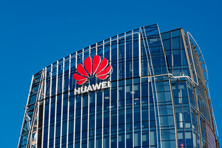 Huawei nie daje się wypchnąć z czołówki. Chiński koncern ma najwięcej kontraktów na wdrożenie 5G