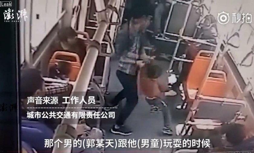 Szokujące sceny w chińskim autobusie