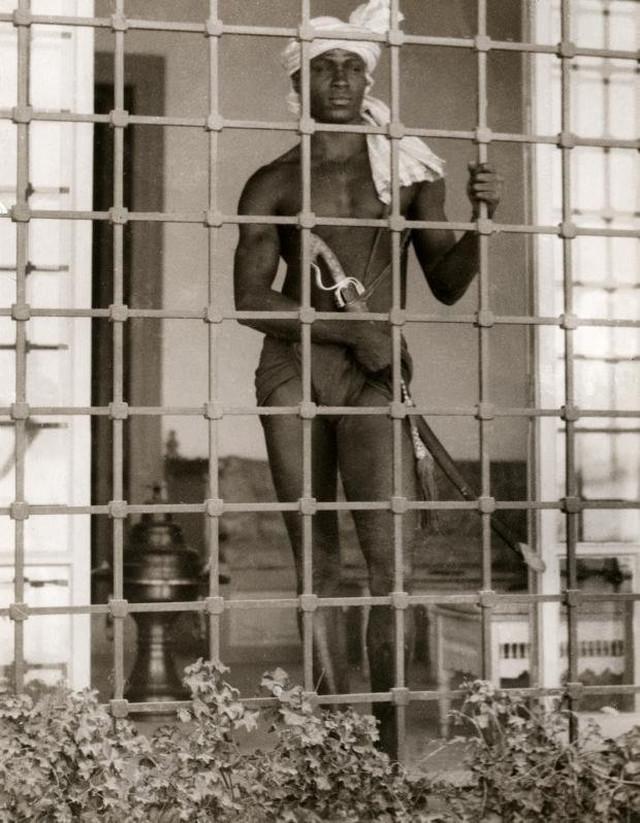 Evnuh iz harema u Tunisu, snimljen 1931. godine