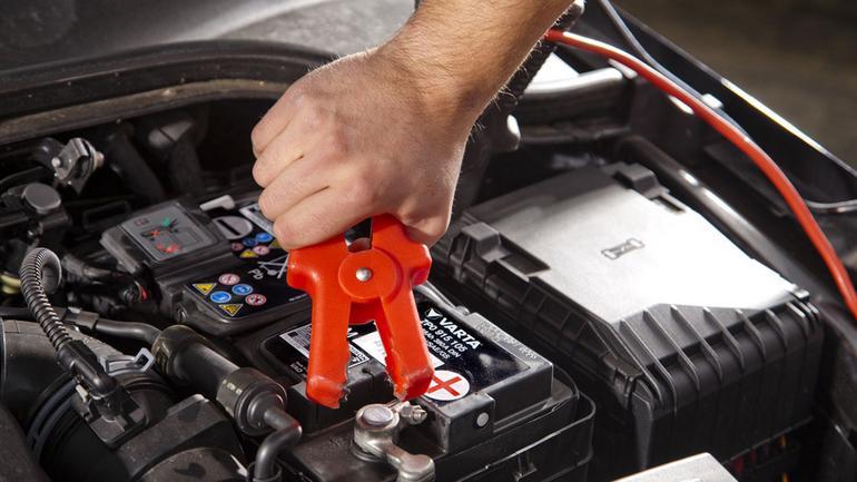 Awaryjny rozruch samochodu - jak zrobić to dobrze?