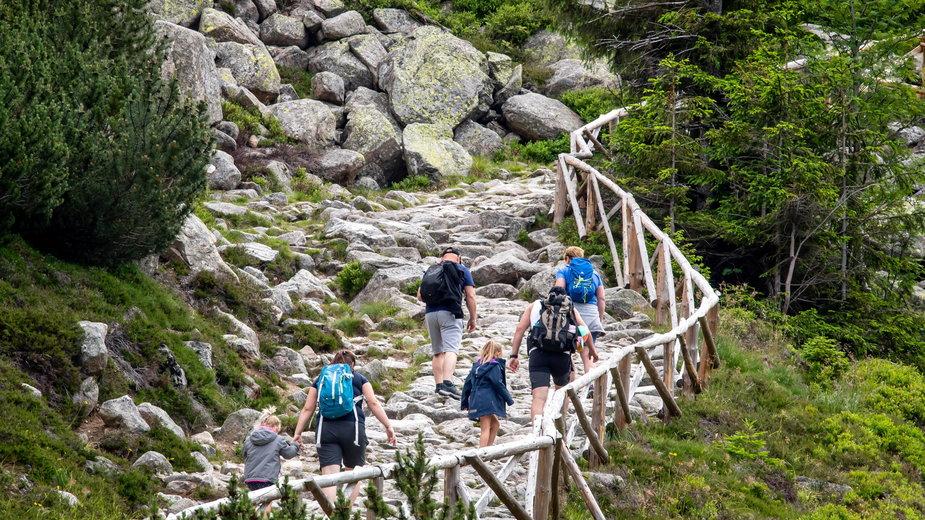 Szlak górski w Kotle Małego Stawu w Karkonoszach